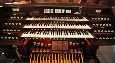 organ-console.jpg